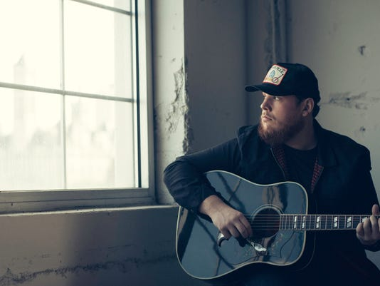 636338345915151400-LukeCombs-PressImage-2-credit-MatthewBerinato.jpg