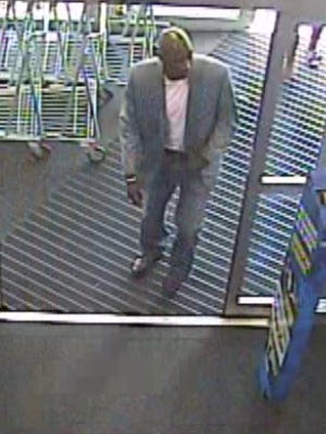 Man suspected of credit card fraud at Best Buy