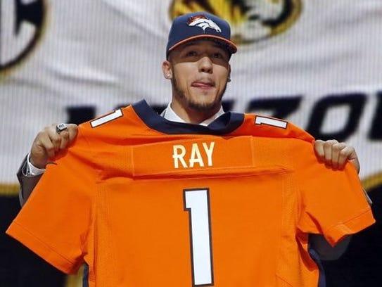 Missouri defensive lineman Shane Ray poses for photos