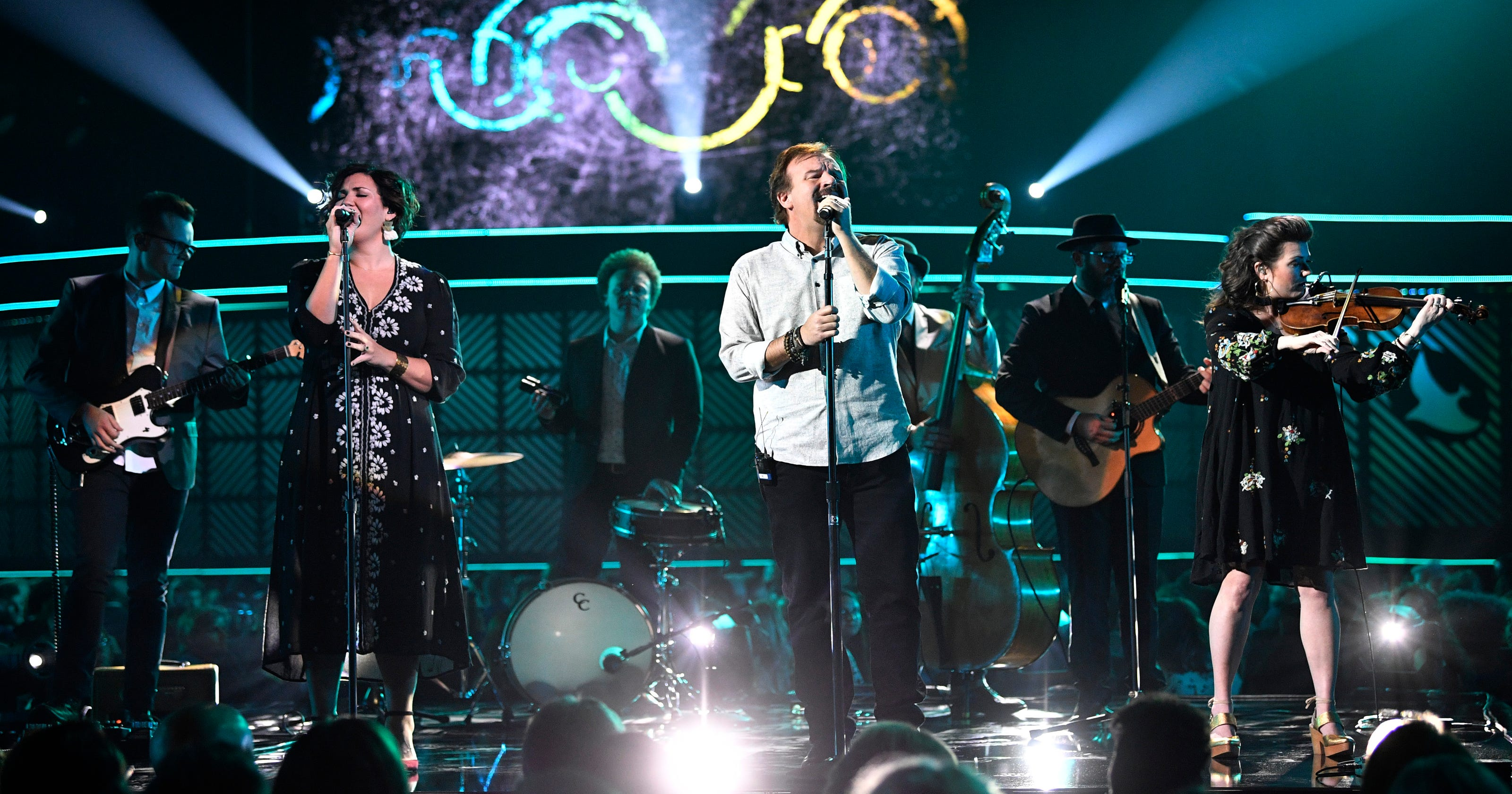Casting Crowns Christmas.Casting Crowns For King And Country Bring Christmas Tour To