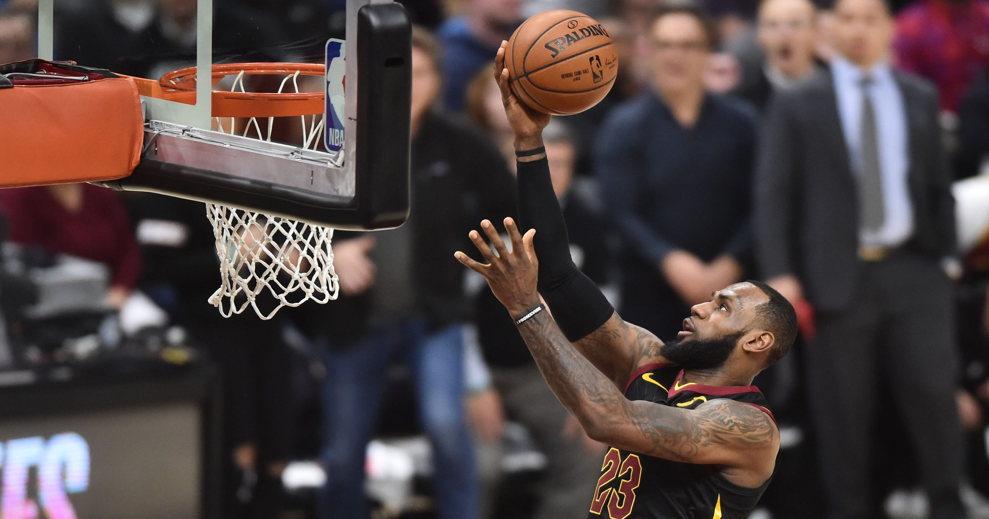 2f5e52958a2 LeBron James outscores Pacers by himself in first quarter of Game 2