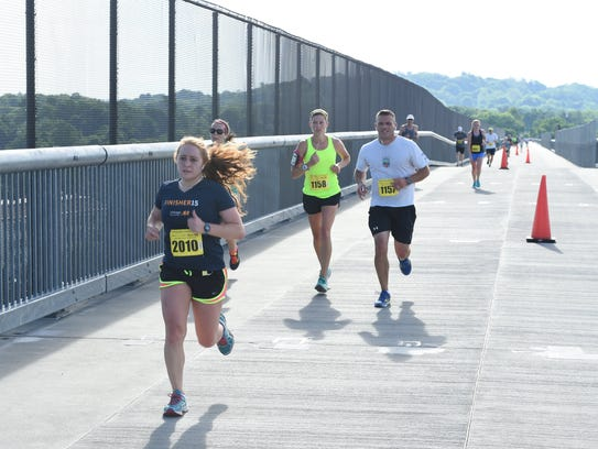 Runners cross the Walkway Over the Hudson during the