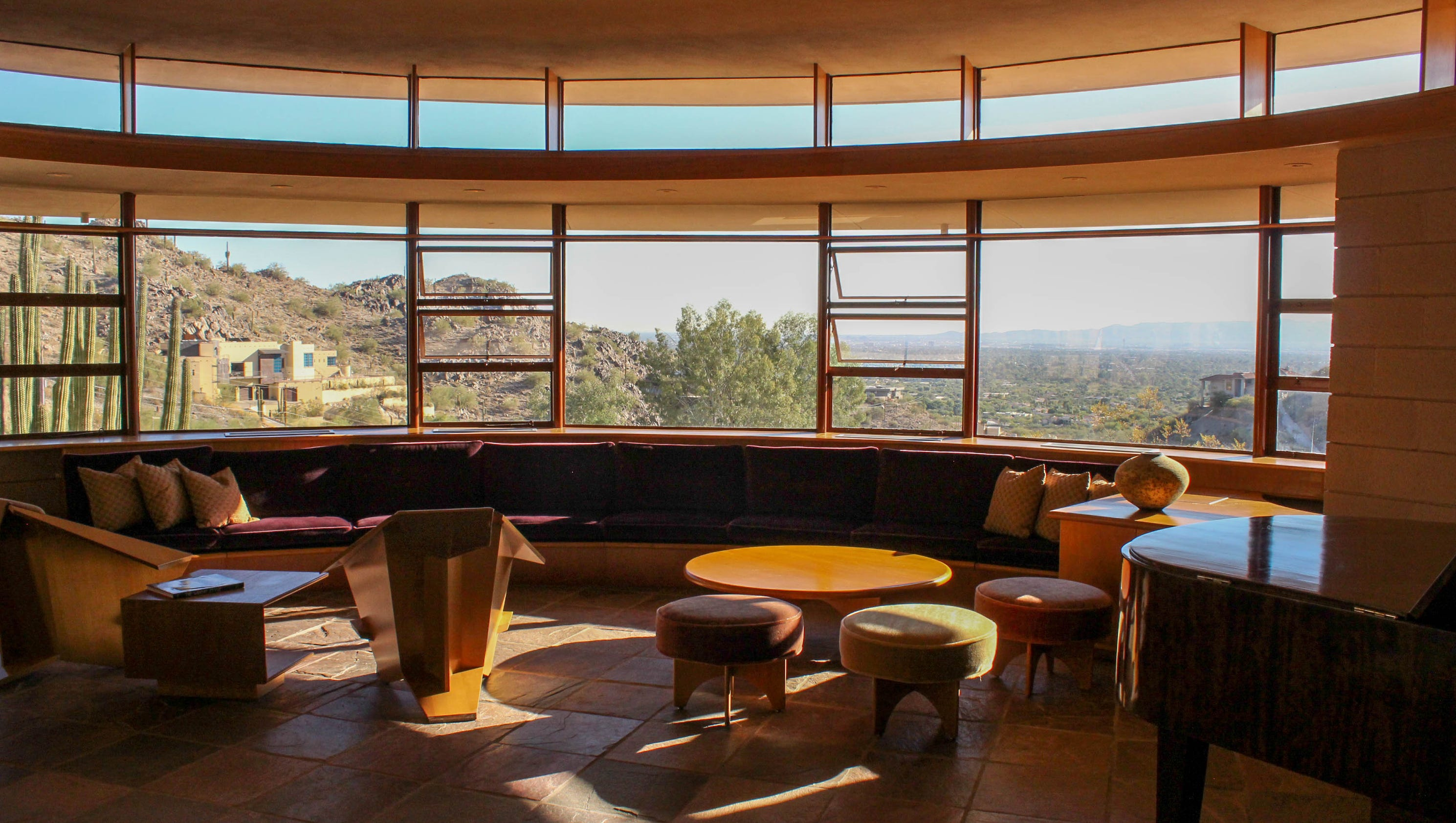 Frank lloyd wright 39 s last designed house for sale in for Today s interiors phoenix