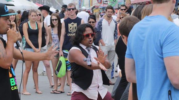 Street performer in Venice Beach, California