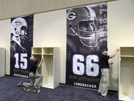 636078077212605420-Jeff-Judkins-left-and-Harry-Baenen-Packers-facilites-workers..JPG