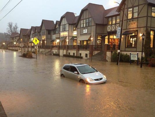 636403843395995766-Sweeten-Creek-flood.jpg