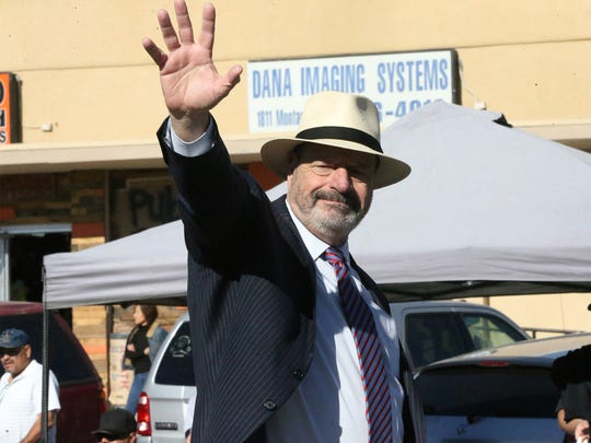 Former El Paso Mayor Oscar Leeser waves.