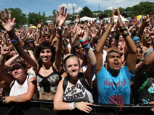 Very little elbow room at the 2013 Warped Tour, but the crowd seems to have fun.