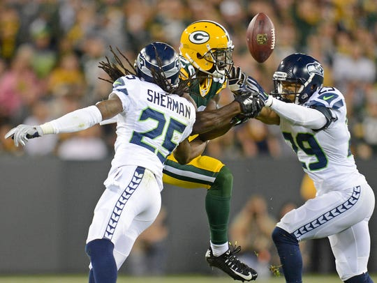 Green Bay Packers receiver Ty Montgomery (88) tries