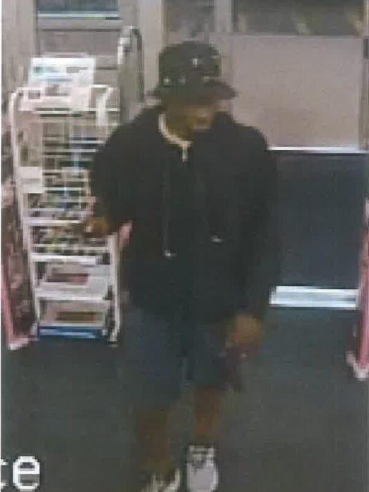 636685593230077251-Walgreens-suspect-1.jpg