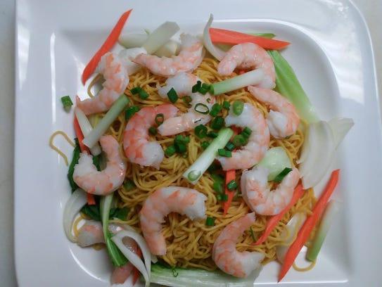 Stir fried egg noodles with shrimp at Hong Yen. The