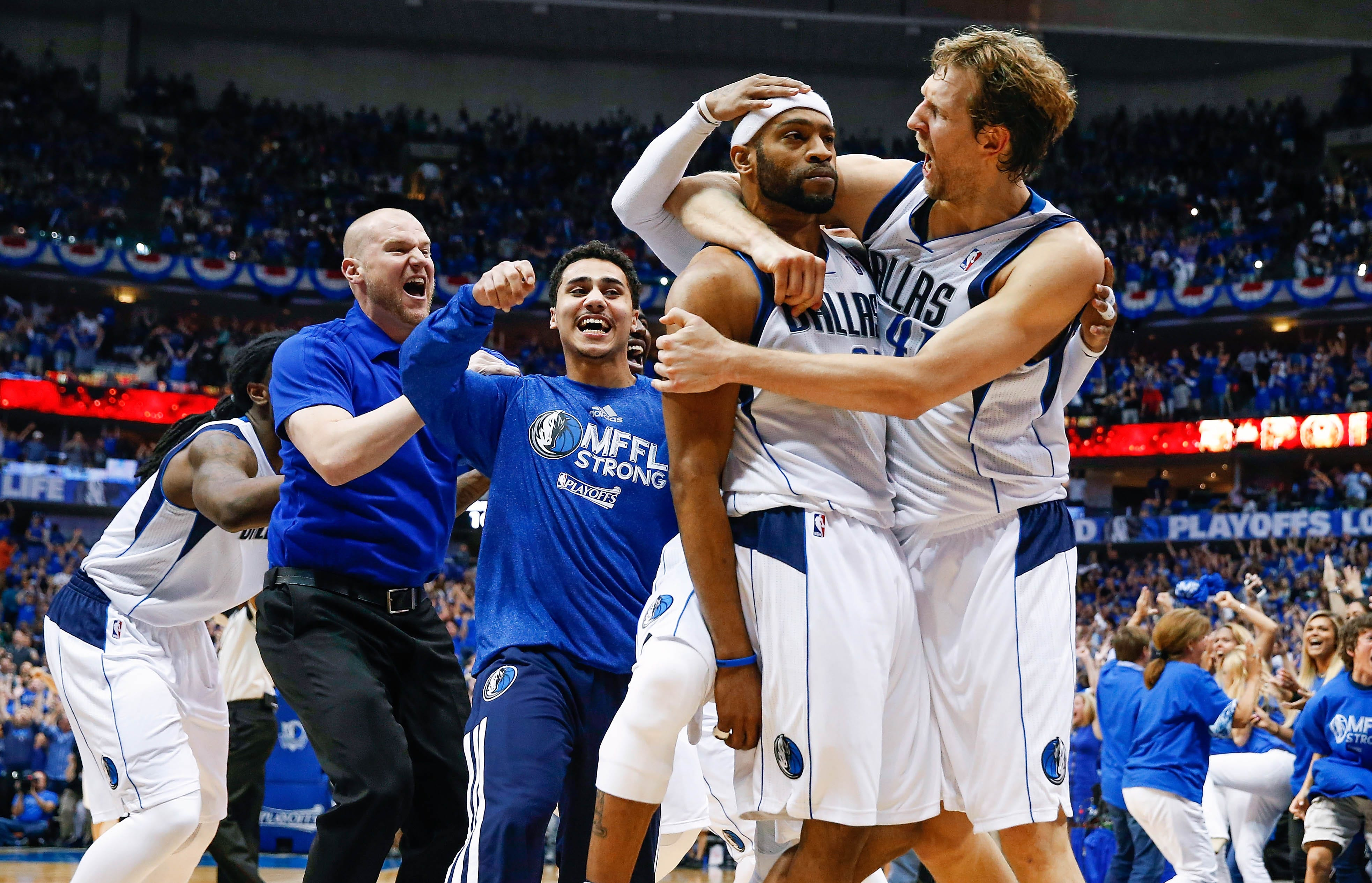 buzzer-beater gives Mavs 2-1 lead on Spurs