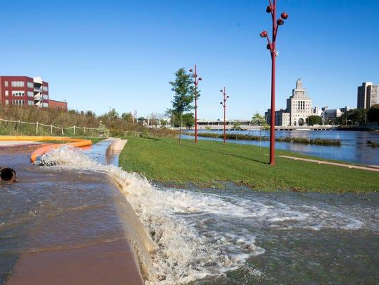 636105997600376083-160927-flood10-RM.jpg