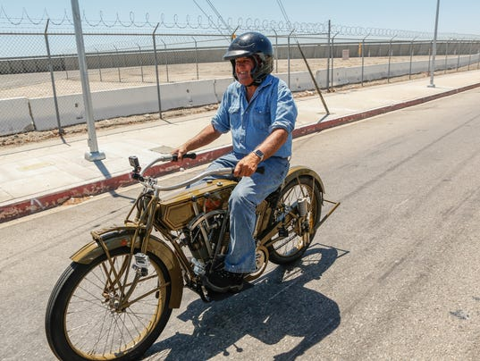 Jay leno 39 s back in tv driver 39 s seat on cnbc for Garage seat 91