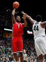 Georgia's Yante Maten (1) shoots against Michigan State's Nick Ward (44) during the first half of MSU's 80-68 exhibition win over Georgia on Sunday, Oct. 29, 2017, in Grand Rapids.