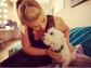 Kelly Clarkson only had eyes for her puppy in this glam Instagram snap.