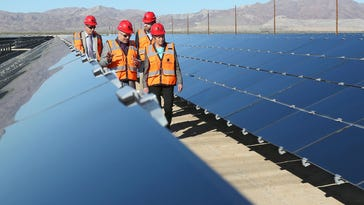Ivanpah solar plant opens