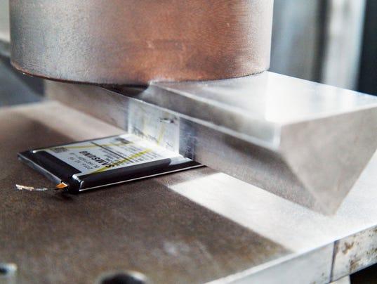 636205187922983155-10-8-Point-Battery-Safety-Check-Durability-Test-Edge-bar-test.jpg