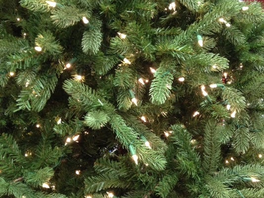635845722574288890-Christmas-tree-w-lights.JPG