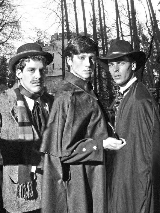 636364962390365923-group-bw-trio-in-front-of-baskerville-hall.jpg