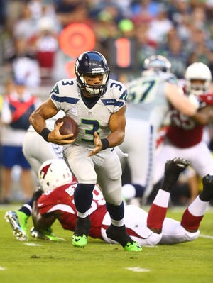 Seattle Seahawks quarterback Russell Wilson (3) runs the ball in the first quarter against the Arizona Cardinals at University of Phoenix Stadium.