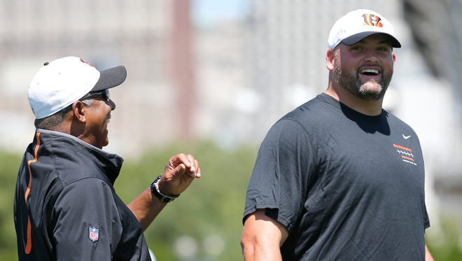 Bengals head coach Marvin Lewis (left) and offensive lineman Andrew Whitworth share a laugh at the beginning of practice on Saturday.