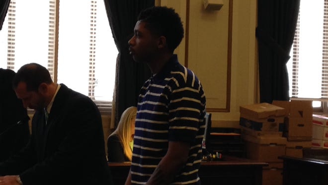 Dominique Sims, at center, in Hamilton County Common Pleas Court on Monday.