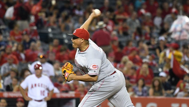 Alfredo Simon delivers a pitch Monday night against the Angels.