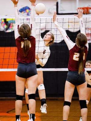 Tom Bean's Chloe Farrer splits the defense of Collinsville's Addisyn McDonnell (left) and Abby Martin in 16-2A action at Tom Bean.