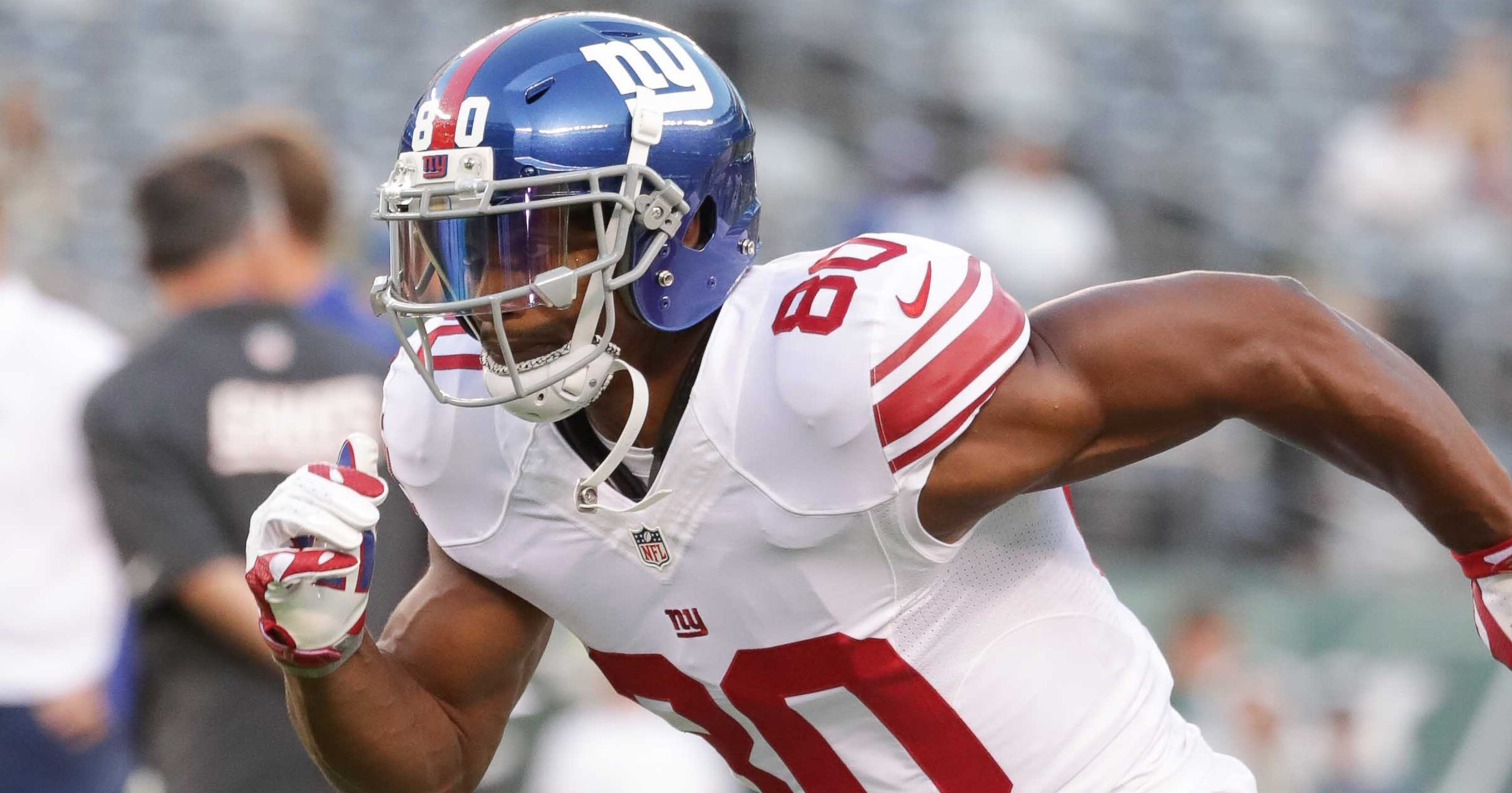 0e5dce1348c Giants' Victor Cruz returns to field after nearly two years, makes one catch