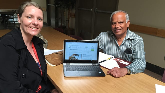Dutchess SCORE mentor Sudhir Dharia is shown working with client Rebecca Varone of Hudson Valley Bucket List.