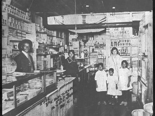 Pearsons-Store-1924.jpg