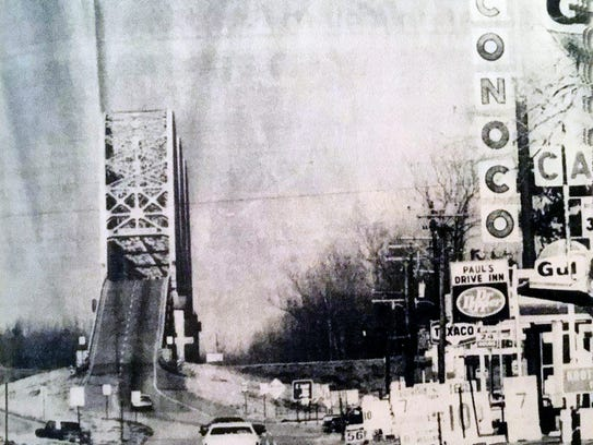 A 1978 photo of US 190 showing the Huey Long-OK Allen