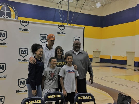Jaxson Hayes of Moeller committed to Texas for basketball