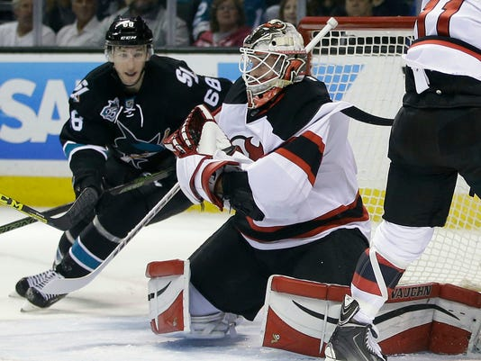more photos 6effe f8580 Kinkaid makes 30 saves to lead Devils past Sharks 3-0