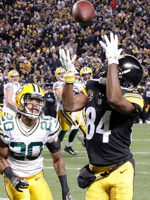 Green Bay Packers cornerback Kevin King (20) gets beat for a touchdown by Pittsburgh Steelers wide receiver Antonio Brown (84) at Heinz Field Sunday, November 26, 2017 in Pittsburgh, PA.