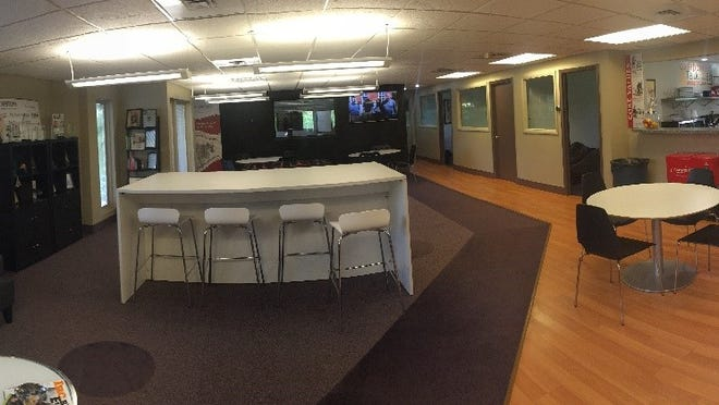 Capstone IT Cafe Designed for Communication