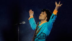 Prince basks in the crowd's adoration at the 2007 Super