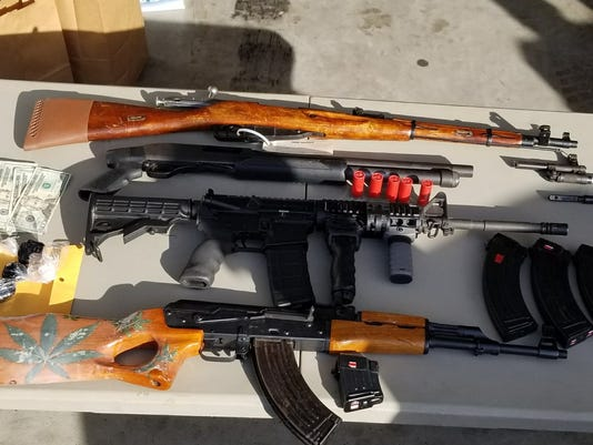636513730685584643-gunsheroin.jpg