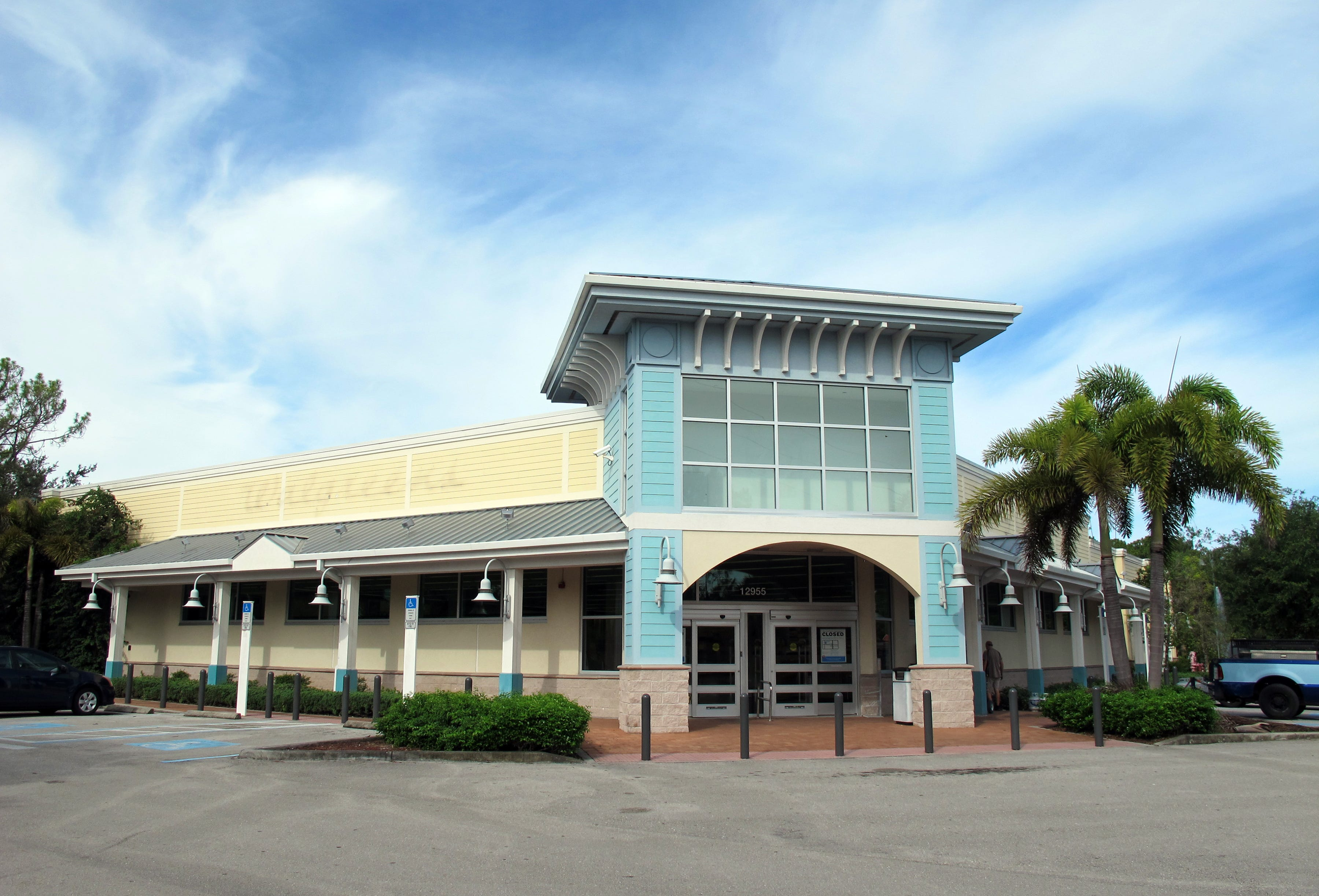 The Walgreens Store Permanently Closed In The Publix Anchored