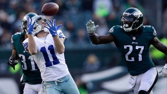 Dallas Cowboys' Cole Beasley catches a pass during the second half of an NFL football game against the Philadelphia Eagles, Sunday, Jan. 1, 2017, in Philadelphia. (AP Photo/Matt Rourke)