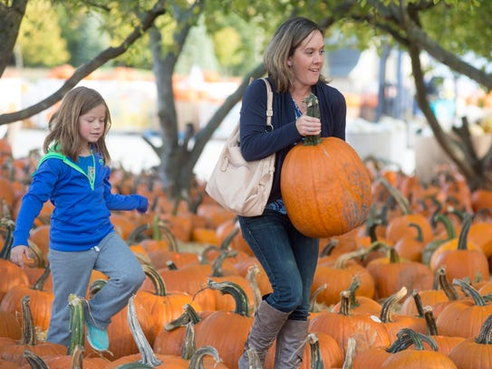 Amy Wasserman, right, of Midland, Mich., and her daughter