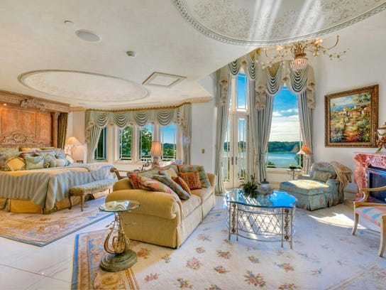 15m Middletown Mansion Has Bowling 9 Suites
