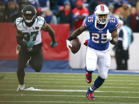 LeSean McCoy takes off on his 75-yard touchdown run,
