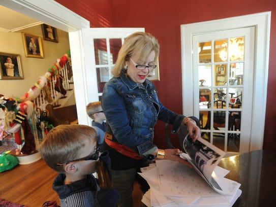Susan King shows her grandson Blake Stockstill a Texas