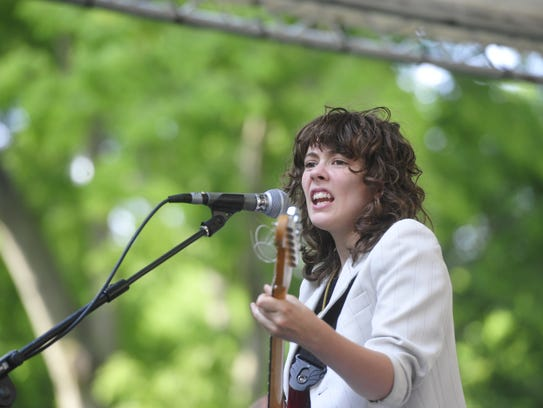 Jessi Wariner of Those Darlins performs in 2015 in