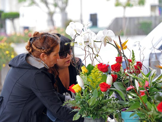 Vendor Josefina Barajas Cervantes, left, and Norma