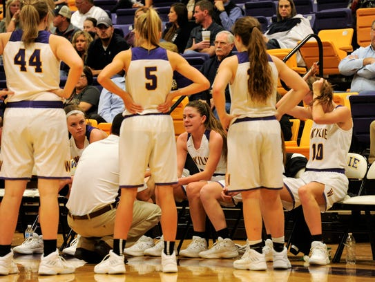Wylie coach Kurt Richardson talks to the Wylie girls