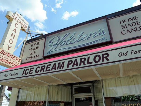 Holsten's Ice Cream in Bloomfield was the location