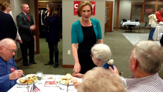Carly Fiorina greets attendees at the Reagan Dinner hosted by the Grundy County Republicans Saturday.